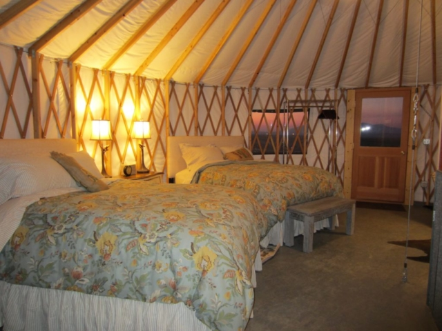 2 beds in a yurt